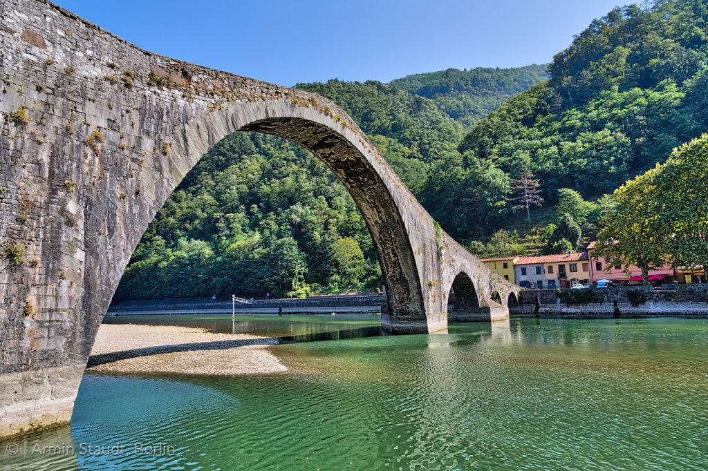 Ponte del Diavolo, devils bridge, Tuscany Italy