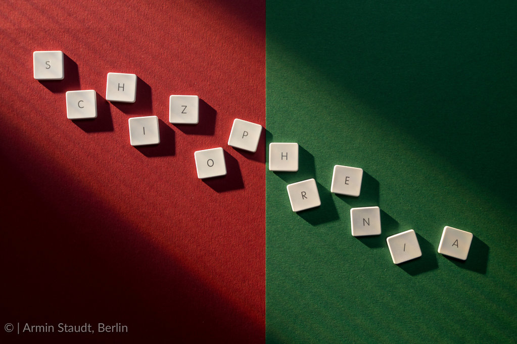 description of the word schizophrenia on a red and green backgro